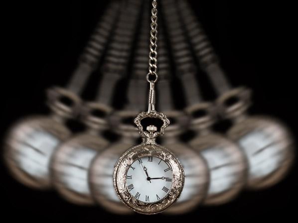 Hipnosis pendulo Charlas de Sobremesa